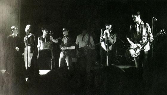 Etienne Daho avec le groupe Entre les deux fils dénudés de la dynamo - Transmusicales Rennes 18 décembre 1980